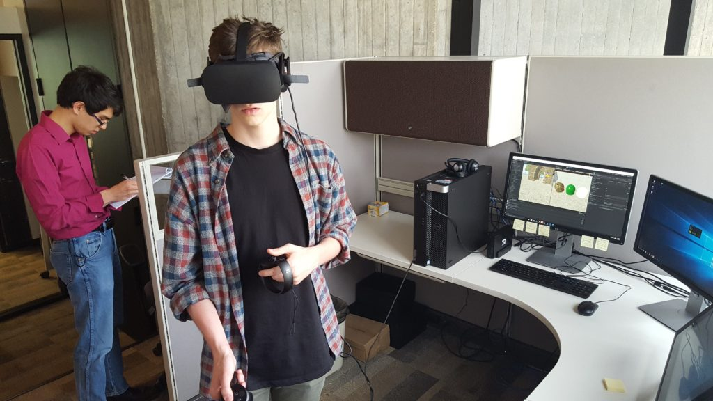 Prototype testing a VR experience in the GCIEL workspace.
